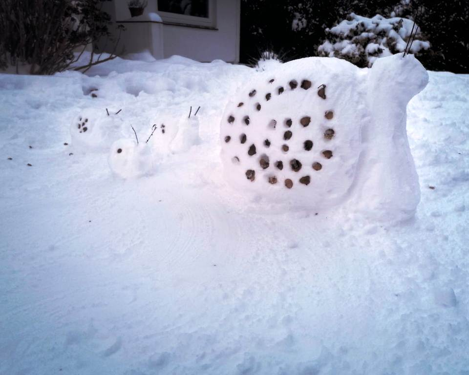 Kunstunterricht im Winter: Schneeskulpturen-Bau